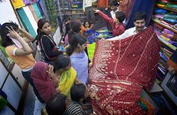 Marché de tissu en Inde. Source : http://data.abuledu.org/URI/504254b6-marche-de-tissu-en-inde