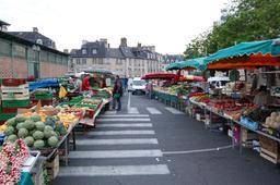 Marché des Lices à Rennes. Source : http://data.abuledu.org/URI/5296061b-marche-des-lices-a-rennes