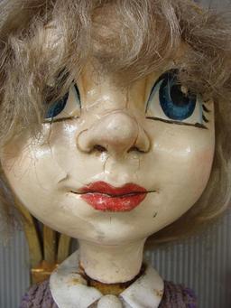 Marionnette de Skopje, la petite fille. Source : http://data.abuledu.org/URI/50e9c212-marionnette-de-skopje-la-petite-fille