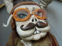 Marionnette de Skopje, le lapin-aviateur. Source : http://data.abuledu.org/URI/50e9cf3d-marionnette-de-skopje-le-lapin-aviateur