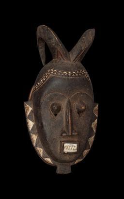 Masque africain. Source : http://data.abuledu.org/URI/55427d33-masque-africain