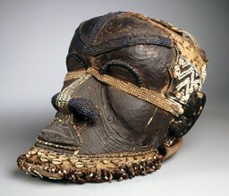Masque congolais bwoom. Source : http://data.abuledu.org/URI/52d074e1-masque-congolais-bwoom