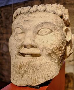 Masque médiéval au musée de Dijon. Source : http://data.abuledu.org/URI/56cf91a8-masque-medieval-au-musee-de-dijon