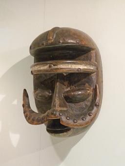 Masque phacochère Wobé. Source : http://data.abuledu.org/URI/54be950f-masque-phacochere-wobe