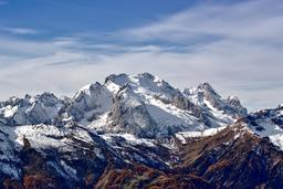 Massif italien Marmolada. Source : http://data.abuledu.org/URI/586a4fdd-massif-italien-marmolada