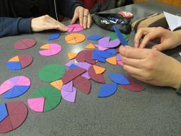 Matériel scolaire pour les fractions. Source : http://data.abuledu.org/URI/570593d8-materiel-scolaire-pour-les-fractions