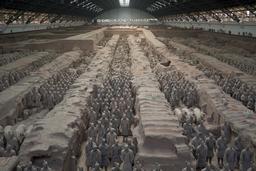Mausolée de l'empereur Qin. Source : http://data.abuledu.org/URI/52b99cdf-mausolee-de-l-empereur-qin