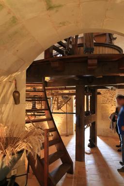 Mécanisme intérieur du moulin des Aigremonts. Source : http://data.abuledu.org/URI/55db82bd-mecanisme-interieur-du-moulin-des-aigremonts