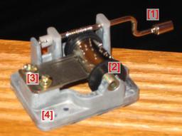 Polyphons. Source : http://data.abuledu.org/URI/52ff84c0-mecanisme-manuel-de-boite-a-musique