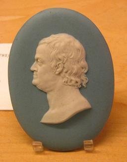 Médaillon de Benjamin Franklin. Source : http://data.abuledu.org/URI/5230b230-medaillon-de-benjamin-franklin
