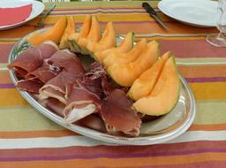 Melon et jambon. Source : http://data.abuledu.org/URI/503d3e37-melon-et-jambon