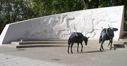 Mémorial en l'honneur des animaux morts à la guerre. Source : http://data.abuledu.org/URI/52fa57f9-memorial-en-l-honneur-des-animaux-morts-a-la-guerre