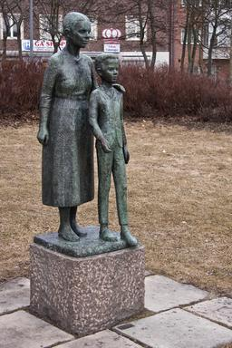 Mère et fils. Source : http://data.abuledu.org/URI/52b99127-mere-et-fils