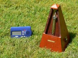 Métronomes. Source : http://data.abuledu.org/URI/50b00587-metronomes