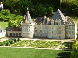Mini-Château d'Azay-Le-Fernon. Source : http://data.abuledu.org/URI/50f06992-mini-chateau-d-azay-le-fernon