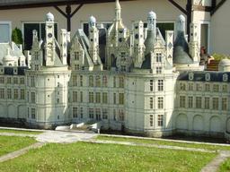 Mini-Château de Chambord. Source : http://data.abuledu.org/URI/50f0a065-mini-chateau-de-chambord