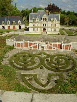 Mini-Château de La Bourdaisière. Source : http://data.abuledu.org/URI/50f0859f-mini-chateau-de-la-bourdaisiere