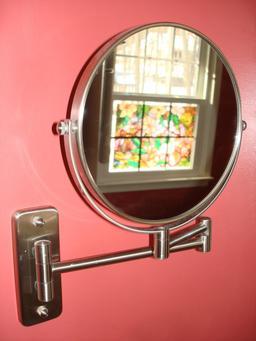 Miroir de salle de bain. Source : http://data.abuledu.org/URI/5394cc31-miroir-de-salle-de-bain