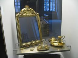 Miroir de toilette de princesse en 1786. Source : http://data.abuledu.org/URI/5394bdc7-miroir-de-toilette-de-princesse-en-1786