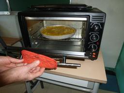 Mise au four d'une frangipane. Source : http://data.abuledu.org/URI/54c963c5-mise-au-four-d-une-frangipane