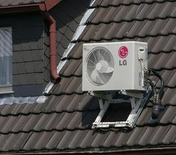 Modèle de climatiseur sur un toit. Source : http://data.abuledu.org/URI/528fd770-modele-de-climatiseur-sur-un-toit