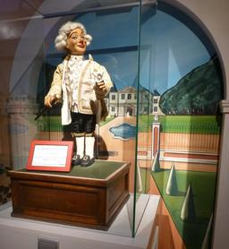 Monsieur de Beaumarchais au musée des automates. Source : http://data.abuledu.org/URI/582220f7-monsieur-de-beaumarchais-au-musee-des-automates