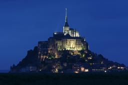 Le Mont Saint-Michel au crépuscule. Source : http://data.abuledu.org/URI/5357c1ef-mont-saint-michel-