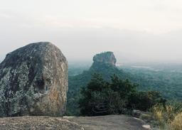 Monts Sigiriya au Sri Lanka. Source : http://data.abuledu.org/URI/56de16a2-monts-sigiriya-au-sri-lanka