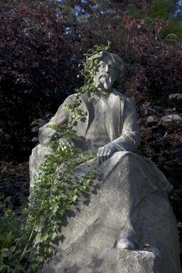 Monument à Alphonse Daudet. Source : http://data.abuledu.org/URI/52b210dc-monument-a-alphonse-daudet-