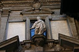 Monument à Ausone à Milan. Source : http://data.abuledu.org/URI/54e4eb77-monument-a-ausone-a-milan