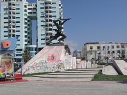 Monument à Durrès en Albanie. Source : http://data.abuledu.org/URI/55616136-monument-a-durres-en-albanie