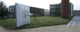 Monument à Mondrian à Winterswijk. Source : http://data.abuledu.org/URI/54c4b1bb-monument-a-mondrian-a-winterswijk