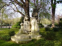 Monument à Watteau au Jardin du Luxembourg. Source : http://data.abuledu.org/URI/52b48a5a-monument-a-watteau-au-jardin-du-luxembourg