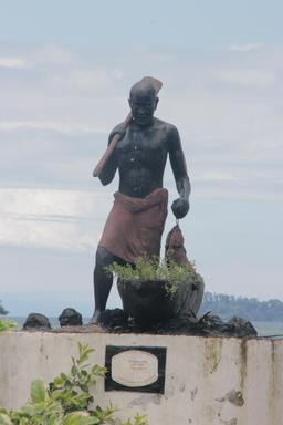 Monument au Cameroun. Source : http://data.abuledu.org/URI/56b6c7d1-monument-au-cameroun