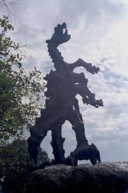Monument au dragon de Cracovie. Source : http://data.abuledu.org/URI/551046b6-monument-au-dragon-de-cracovie