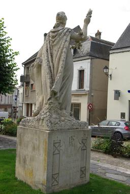 Monument aux Morts de Châtillon-sur-Indre. Source : http://data.abuledu.org/URI/543ee3b6-monument-aux-morts-de-chatillon-sur-indre