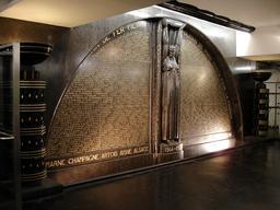 Monument aux morts de la station Richelieu-Drouot. Source : http://data.abuledu.org/URI/543f2733-monument-aux-morts-de-la-station-richelieu-drouot