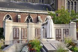 Monument aux morts de la ville de Nieppe. Source : http://data.abuledu.org/URI/543f2565-monument-aux-morts-de-la-ville-de-nieppe