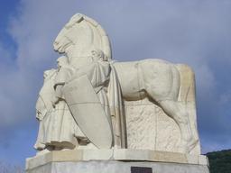 Monument des Quatre Fils Aymon. Source : http://data.abuledu.org/URI/54a75598-monument-des-quatre-fils-aymon
