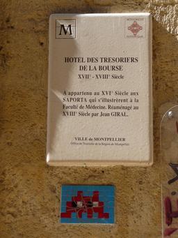 Mosaïque d'Invader à l'Hôtel des Trésoriers de la Bourse de Montpellier. Source : http://data.abuledu.org/URI/52c1f7b5-mosaique-d-invader-a-l-hotel-des-tresoriers-de-la-bourse-de-montpellier