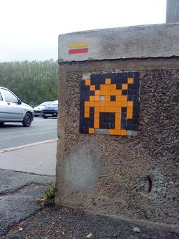 Mosaïque de Space invader à Angers (St Serge). Source : http://data.abuledu.org/URI/52c1f24f-mosaique-de-space-invader-a-angers-st-serge-