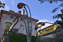 Mosaïque de space invader à la station métro Denfert-Rochereau. Source : http://data.abuledu.org/URI/52c1f915-mosaique-de-space-invader-a-la-station-metro-denfert-rochereau