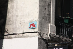 Mosaïque de Space invader à Lyon. Source : http://data.abuledu.org/URI/52c1f667-mosaique-de-space-invader-a-lyon