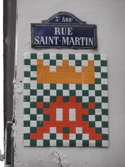 Mosaïque de Space Invader rue Saint-Martin. Source : http://data.abuledu.org/URI/52c1fad9-mosaique-de-space-invader-rue-saint-martin