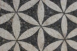Mosaïque géométrique. Source : http://data.abuledu.org/URI/590793a7-mosaique-geometrique