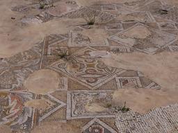 Mosaïque géométrique byzantine à Jerash. Source : http://data.abuledu.org/URI/54b30b7b-mosaique-geometrique-byzantine-a-jerash