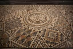 Mosaïque géométrique de Burdigala. Source : http://data.abuledu.org/URI/5558d689-mosaique-geometrique-de-burdigala