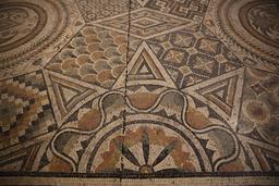 Mosaïque géométrique de Burdigala. Source : http://data.abuledu.org/URI/5558d740-mosaique-geometrique-de-burdigala