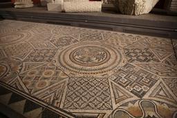 Mosaïque géométrique de Burdigala. Source : http://data.abuledu.org/URI/5558d81b-mosaique-geometrique-de-burdigala