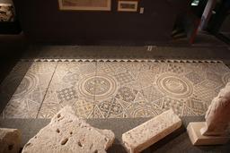Mosaïque géométrique de Burdigala. Source : http://data.abuledu.org/URI/5558d8b0-mosaique-geometrique-de-burdigala